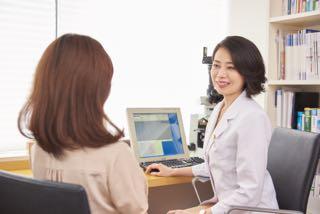 医師と患者様の診察風景